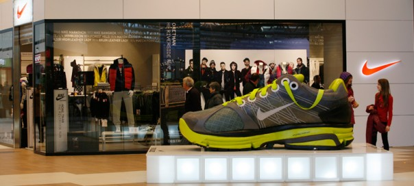 slide-gallery-contract-negozi-2010-nike-shop-slovenia-cubo-604x272