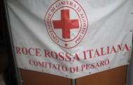 Voluntarios de Cruz Roja en Italia con niños