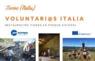 Voluntarios Italia parque natural en restauración de piedra