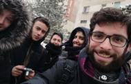 Alejandro continúa su voluntariado enseñando a jóvenes en Rumanía